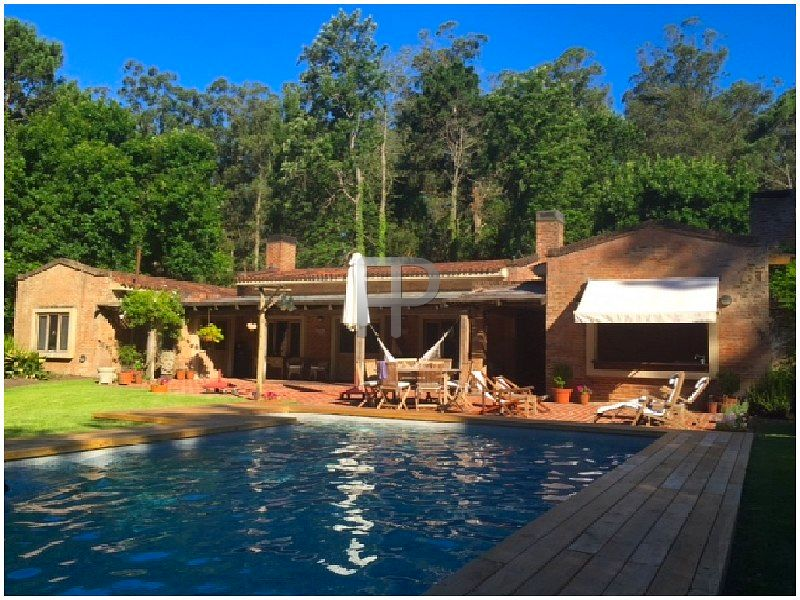 House for sale Punta del Este: Excellent pool and country setting.
