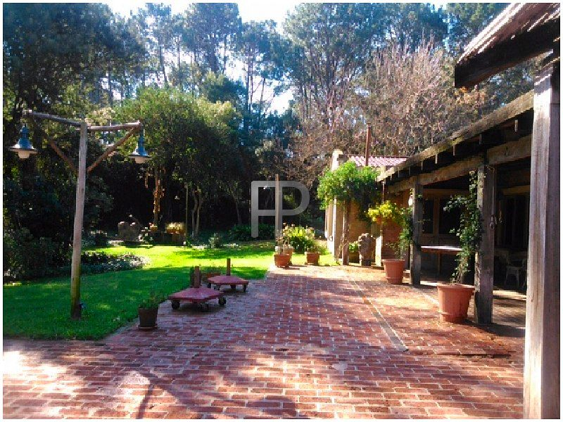 House for sale Punta del Este: Beautiful outdoor lighting.