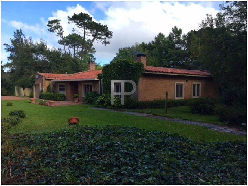 House for sale Punta del Este: Front of house