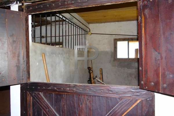 Farm for sale Lapataia - stables