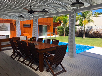 House for sale Punta del Este - pool and deck